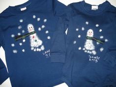 Footprint snowman shirt, a family of these would be cute for grandparents. Christmas Shirts For Kids, Preschool Christmas, Christmas Activities, Ugly Christmas Sweater, Kids Christmas, Craft Activities, Snowman Crafts, In Kindergarten, Holiday Crafts