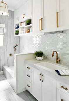 Laundry Room With a Dog Wash Station . Laundry Room With a Dog Wash Station … Mudroom Laundry Room, Laundry Room Remodel, Laundry Room Organization, Dog Washing Station, Modern Laundry Rooms, Laundry Room Inspiration, Dog Rooms, Dog Shower, Laundry Room Design