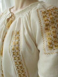 www.breslo.ro/caterine Ethnic Fashion, Kids Fashion, Fashion Tips, Hand Embroidery, Embroidery Designs, Costumes Around The World, Manish Malhotra, Folk Costume, Cross Stitch Patterns