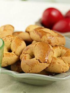Ο φούρνος θα τα ψήσει, το σπίτι Πάσχα θα μυρίσει… Πλούσια γεύση βουτύρου και άρωμα βανίλιας στα κουλουράκια που θα γίνουν ανάρπαστα. Υλικά 700γρ. αλεύρι μαλακό 200γρ. ζάχαρη άχνη 200γρ. βούτυρο 82% 1 κουτ. γλυκού... Greek Sweets, Greek Desserts, Greek Recipes, Koulourakia Recipe, Greek Beauty, Bagel, Biscuits, Cookies, Favorite Recipes