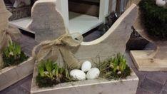 Steigerhouten Kip op het nest ( gevuld met getoonde decoraties)