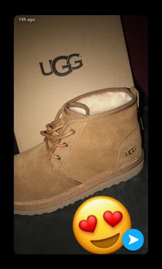 Uggs are not only the most loved but also the most controversial boots on the market. Shearling Boots, Leather Boots, Cute Uggs, Ugg Neumel, Ugg Style Boots, Shoes Style, Shoes 2018, Vegan Boots, Hype Shoes