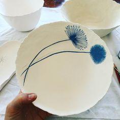 157 отметок «Нравится», 6 комментариев — Nicola Hart (@nicolahartstudios) в Instagram: «Back in the studio today, my happy place #handmade #ceramics #pottery»
