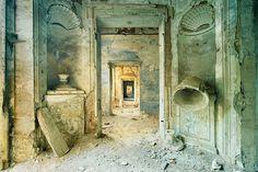 Photo Matiérisme, château I - Aurélien Villette Abandoned Buildings, Abandoned Places, Dslr Photography, Interior Photography, French Photographers, Artist Gallery, Sculpture, Best Artist, Architecture