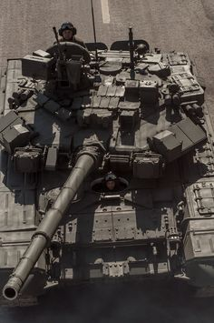 error888:  Russian T90A during parade [680x1024]: MilitaryPorn