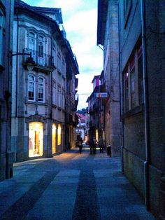 "Boa noite :D Quase noite na rua ""Direita"" de Arcos de #Valdevez - http://ift.tt/1MZR1pw -"