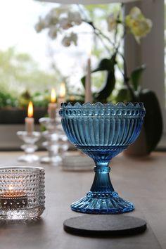 iittala Love - Maribowl, Kastehelmi & Festivo Marimekko, Colour Schemes, Glass Design, Luxury Homes, Scandinavian, Colours, Candles, Dishes, My Favorite Things