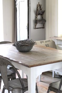 Rustic table with white legs and industrial-style chairs