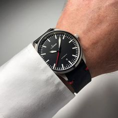 Sinn 836 - the instrumental watch with Magnetic Field Protection. Sport Watches, Watches For Men, Wrist Watches, Sinn Watch, Amazing Watches, Magnetic Field, Men Necklace, Omega Watch, Instruments