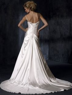 Love the back. I want my 2nd wedding dress to look like this or an elegant open back :)