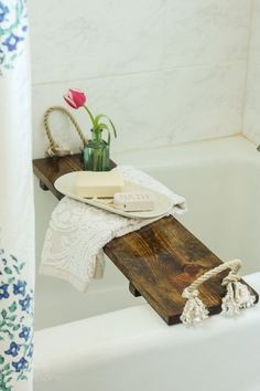 Free Plans: DIY Bath Tub Tray Tutorial - Looking for some free plans for wood projects? Use this DIY Bath Tub Tray Tutorial and make one for - Wood Projects For Beginners, Scrap Wood Projects, Woodworking Projects Diy, Craft Projects, Project Ideas, Pallet Projects, Best Diy Projects, Simple Wood Projects, Woodworking Plans