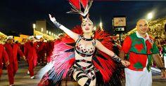 Rayanne Morais, mulher do cantor Latino, desfilou pela escola de samba Grande Rio na madrugada desta segunda