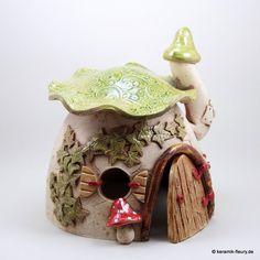 Keramik Haus Windlicht Gartenkeramik von Keramik-Fleury auf DaWanda.com Clay Houses, Ceramic Houses, Clay Fairy House, Fairy Houses, Toad House, Magic House, Fairy Jars, Clay Fairies, Clay Figurine