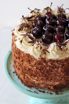 Delicious recipe of Black Forest cake, a simpler version and with a few variations that adapt to all kinds of tastes. Cupcake Recipes, Cupcake Cakes, Gourmet Cupcakes, Mocha Cupcakes, Velvet Cupcakes, Vanilla Cupcakes, Easter Cupcakes, Flower Cupcakes, Strawberry Cupcakes