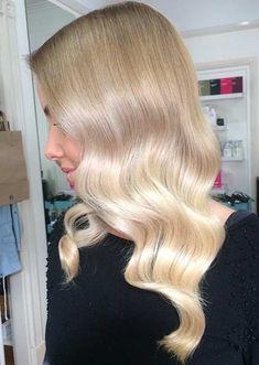 Soft Blonde Balayage Hair Look Balayage Lob, Blonde Balayage Highlights, Balayage Hair Copper, Blonde Hair Makeup, Brunette Hair, Gorgeous Blonde, Gorgeous Hair, Blond Beige, Long Thin Hair