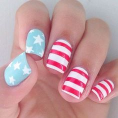 Simple Patriotic Nail Design for Short Nails #DIYNailDesigns
