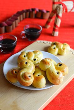 St. Lucia Saffron Buns (Lussekatter)   Recipe for these and many other Scandinavian delights at Outside Oslo, a Scandinavian food blog by Daytona Strong