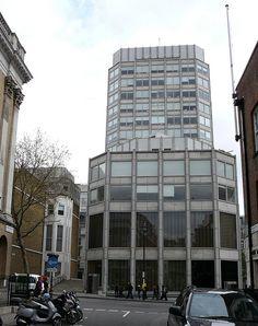 Economist Buildings, London - Architects: Alison & Peter Smithson, 1964 Alison And Peter Smithson, Brutalist, London City, Modern Architecture, Multi Story Building, Environment, Junho, Facades, Offices