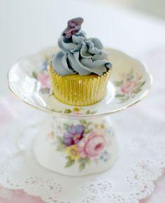 Cute idea for displaying a pretty cupcake.