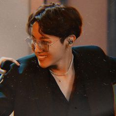 Image uploaded by ღ 𝓖𝓲𝓻𝓵 𝓦𝓲𝓽𝓱 𝓵𝓾𝓿 ღ. Find images and videos about boy, kpop and bts on We Heart It - the app to get lost in what you love. Taehyung, Jhope, Namjoon, Jimin, Foto Bts, Bts Photo, Jung Hoseok, Gwangju, J Hope Dance