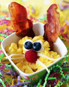 Here is a fun Easter Brunch for two. Take a look at the scrambled egg and bacon bunnies on the left. Easter Recipes, Fall Recipes, Sweet Recipes, Easter Dinner, Easter Brunch, Easter Food, Easter Treats, Mexican Breakfast Recipes, High Fiber Foods