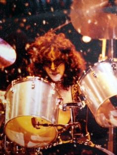 Kiss Rock Bands, Kiss Band, Tv Band, Kiss Members, Eric Carr, Peter Criss, Kiss Pictures, Kiss Photo, Drummers