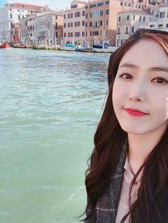 Kpop Girl Groups, Korean Girl Groups, Kpop Girls, Sinb Gfriend, Latest Music Videos, Fan Picture, Entertainment, G Friend, Queen B