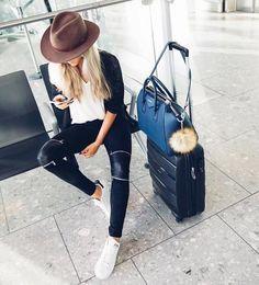 Fashion girl | viagem | roupa | estilo | chapéu | calça preta | básico