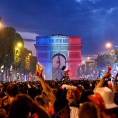 L'Arc de Triomphe aux couleurs de la France France National Football Team, Football 2018, Antoine Griezmann, Triomphe, Belle Villa, World Cup 2018, Olympics, Photos, Paris