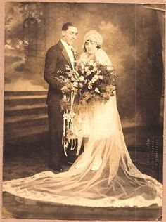 Vintage wedding photo - 1920s Vintage Wedding Photos, 1920s Wedding, Vintage Bridal, Wedding Images, Wedding Bride, Wedding Styles, Wedding Gowns, Wedding Couples, Victorian Bride