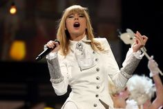 Taylor's performance at the Grammy's were amazing! If you didn't see it, look it up!