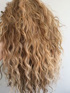 I& envious of hair like this, if anyone feels self conscious about having wild hair DON& IT& BEAUTIFUL! Im envious of hair like this, if anyone feels self conscious about having wild hair DONT! Curly Hair Styles, Long Curly Hair, Loose Hair, Loose Curls, Curly Girl, Wild Curly Hair, Wavy Hair Care, Gorgeous Hair, Amazing Hair