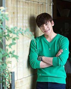 """529 Me gusta, 4 comentarios - Song Hạ (@songhasagitta) en Instagram: """"#jichangwook #지창욱 #Wookie_sag Credit: THE STAR (Korean magazine)"""""""