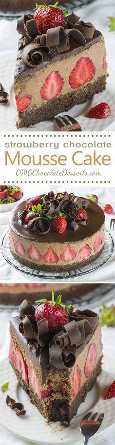 Strawberry Chocolate Cake. con base de torta de chocolate, rellena con mouse con frutillas en su interior. ierta con ganache y virutas de chocolate. HACER.