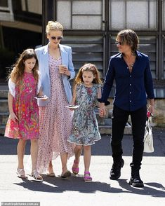 They're All Grown Up! Nicole Kidman And Keith Urban Spotted With Daughters In Rare Family Photos Nicole Kidman Family, Nicole Kidman Style, Keith Urban, Celebrity Photos, Celebrity Style, Celebrity News, Celebrity Babies, Urban Family Pictures, Family Photos