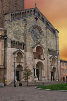 il Duomo di Piacenza Romanesque Art, Places In Italy, Italy Tours, Across The Universe, Cathedral Church, Old Building, Grand Tour, Italy Travel, Architecture Design
