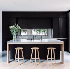 Design inspo: Beautiful black kitchens - STYLE CURATOR Designing a new kitchen and thinking of using black cabinets? Here are the best black kitchens Contemporary Kitchen Design, Interior Design Kitchen, Modern Interior Design, Design Interiors, Modern Contemporary, Interior Architecture, Black Interiors, Contemporary Building, Contemporary Cottage