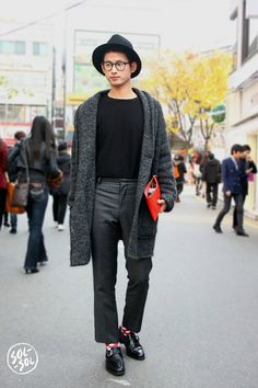 Seoul Street Style - Bob Trotta is a high end, mens fashion consultant that has exclusive clients all around the world. Learn more about what he can do for you today! Korean Fashion Kpop, Korean Fashion Dress, Korean Fashion Winter, Korean Fashion Casual, Korean Street Fashion, Men Street, Street Wear, Seoul, Inspiration Mode
