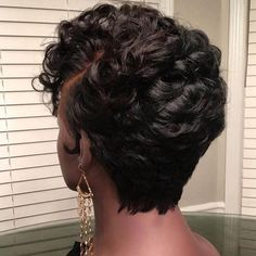 How to style the Pixie cut? Despite what we think of short cuts , it is possible to play with his hair and to style his Pixie cut as he pleases. Short Wavy Pixie, Short Straight Hair, Short Pixie Haircuts, Short Hair Cuts, Pixie Cut Kurz, Pixie Cut Wig, Pixie Cuts, Hot Beauty Hair, Curly Hair Styles