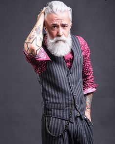 Alessandro Manfredini known as Beard Grandpa. He has a very good style of beard. Beard Images, Bohemian Style Men, Look Fashion, Mens Fashion, Beard Grooming Kits, Grey Beards, Men With Grey Hair, Gray Hair, Hipster Man