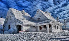 #bieszczady chatka puchatka. bieszczady mountains. Poland Places To Travel, Places To Go, Tatra Mountains, Central Europe, Krakow, Art And Architecture, Tourism, National Parks, Scenery