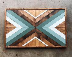 Cabeceira de cama com madeiras reutilizadas Geometric Wood Wall Art Wood Mosaic Reclaimed Wall Art Teal Wall Art, Metal Tree Wall Art, Rustic Wall Art, Rustic Walls, Wooden Wall Art, Diy Wall Art, Wooden Walls, Wall Wood, Scrap Wood Art