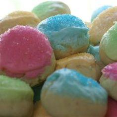 Easter Cookies making these for easter.italian easter cookies my fav!making these for easter.italian easter cookies my fav! Italian Easter Cookies, Easter Cookie Recipes, Easter Treats, Easter Food, Easter Bunny, Happy Easter, Just Desserts, Delicious Desserts, Yummy Food