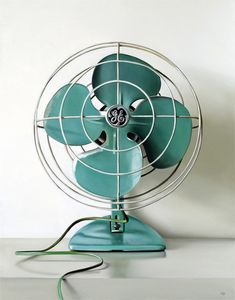 I just think vintage fans are the most adorable scent piece for your home. Especially in turquoise/aqua tones Vintage Fans, Look Vintage, Vintage Design, Retro Vintage, Vintage Items, Vintage Party, Vintage Stuff, Vintage Green, Vintage Classics