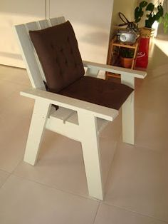 Basic Armchair Made From Pallets   ---   #pallets  #palletproject
