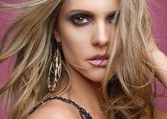 Cabelo de Fernanda Lima é o mais pedido no salão do 'Mago das Louras' - http://epoca.globo.com/colunas-e-blogs/bruno-astuto/noticia/2014/05/bfernanda-limab-e-dona-do-cabelo-mais-pedido-no-salao-do-mago-das-louras.html (Foto: Jairo Goldflus)