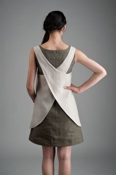 Inspiration only, or purchase on Etsy! (apron dress when modified). Apron, with cross over back. Sewing Aprons, Sewing Clothes, Dress Sewing, Dress Patterns, Sewing Patterns, Apron Patterns, Linen Apron Dress, Diy Fashion, Fashion Dresses