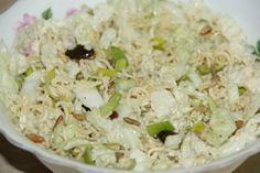 Salat aus Chinakohl und Instantnudeln