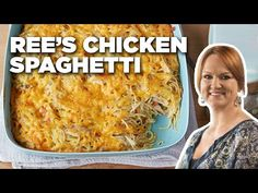 Lighter healthier version of Pioneer Woman's chicken spaghetti casserole is a Weight Watchers Family Meal Favorite - only 6 WW Freestyle SmartPoints! Chicken Spaghetti Pioneer Woman, Pioneer Woman Chicken, Chicken Spaghetti Casserole, Chicken Spagetti, Spagetti Recipe, Chicken Spaghetti Recipes, Pioneer Woman Recipes, Chicken Recipes, Chicken Spaghetti Recipe Ree Drummond