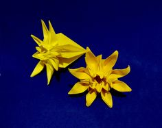 "Daisy flower origami. ""Marguerite"" Mio Tsugawa. House and table decoration"